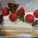 父親の誕生日が近いのでケーキを買ってきました。ウマウマ~